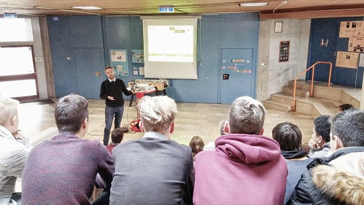 fos bos w rzburg stellt sich an der mittelschule h chberg vor hwk service gmbh. Black Bedroom Furniture Sets. Home Design Ideas